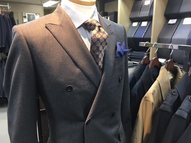 Wのスーツ
