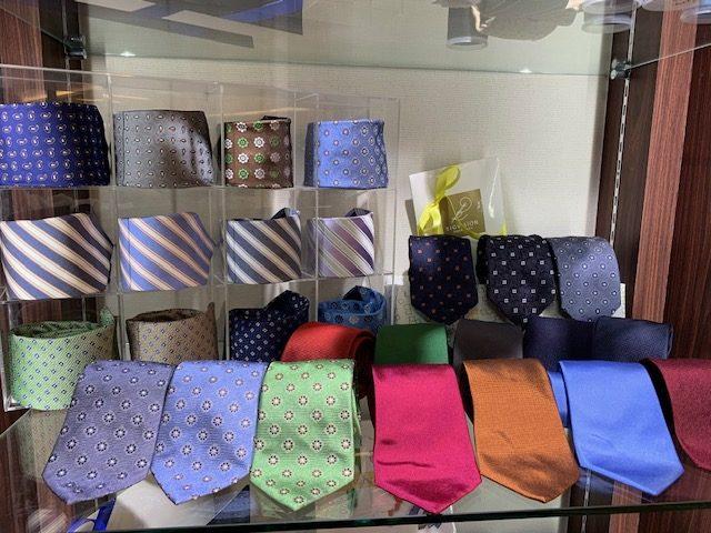 ご一緒にネクタイはいかがですか?