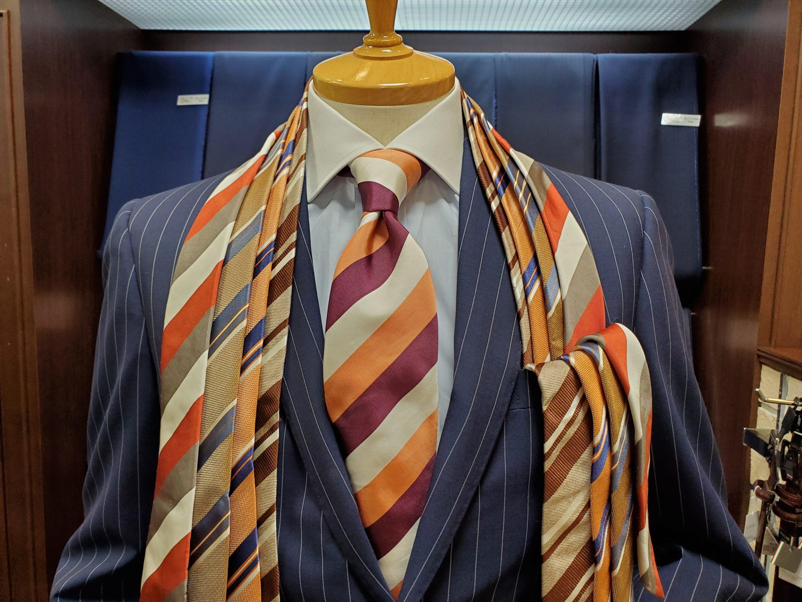秋に使えるブラウンやオレンジのネクタイ豊富にございます。
