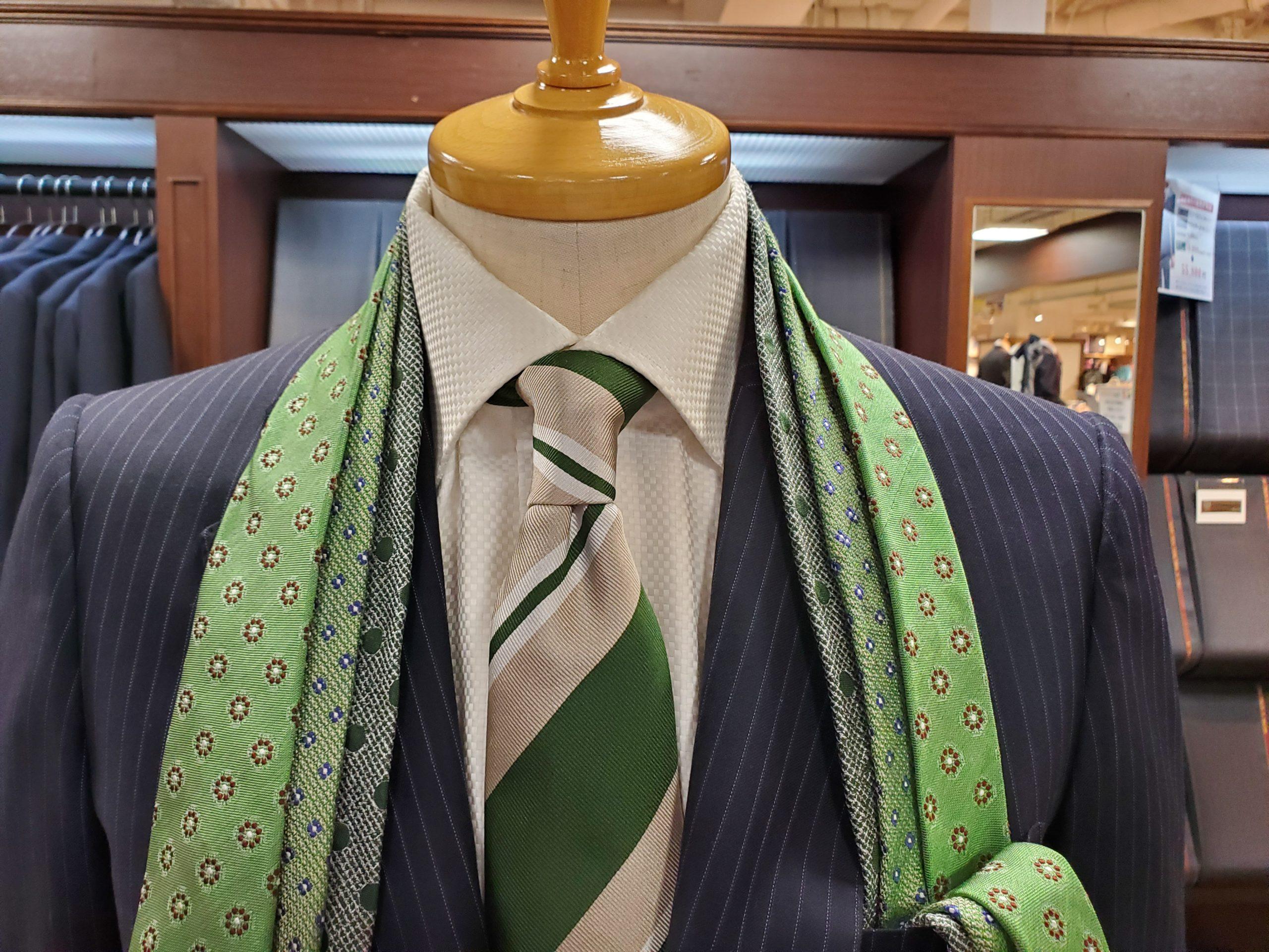 夏の終わりにグリーンのネクタイいかがですか?